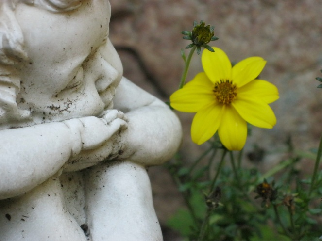 https://pixabay.com/en/cherub-cemetery-nature-angel-figure-968811/